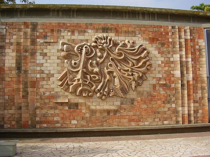 """קיר מעוצב ב""""מוזיאון השפלה"""" בכפר מנחם"""