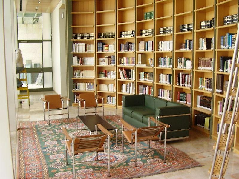 """הספריה ב""""בית אבי חי"""""""
