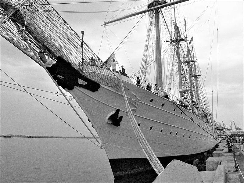 צלמית חרטום ועוגן באונית מפרש