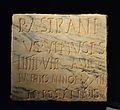 Placa de marbre amb inscripció funerària de Publi Astrani Venust, Lucentum, MARQ.JPG