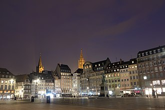 Grande Île (Strasbourg) - Image: Place Kléber by night