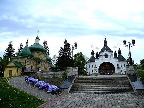 Pliasheva Radyvylivskyi Rivnenska-Zapovidnyk-general view-churches.jpg