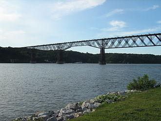 Walkway over the Hudson - Image: Pok Rail Bridge East