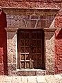 Portada en el monasterio de santa Catalina, Arequipa.jpg