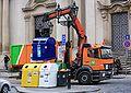 Praha, Malostranské náměstí - svoz odpadu 655.jpg