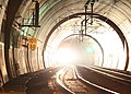 Praha, Vítkov, vlak vyjíždí z tunelu.JPG