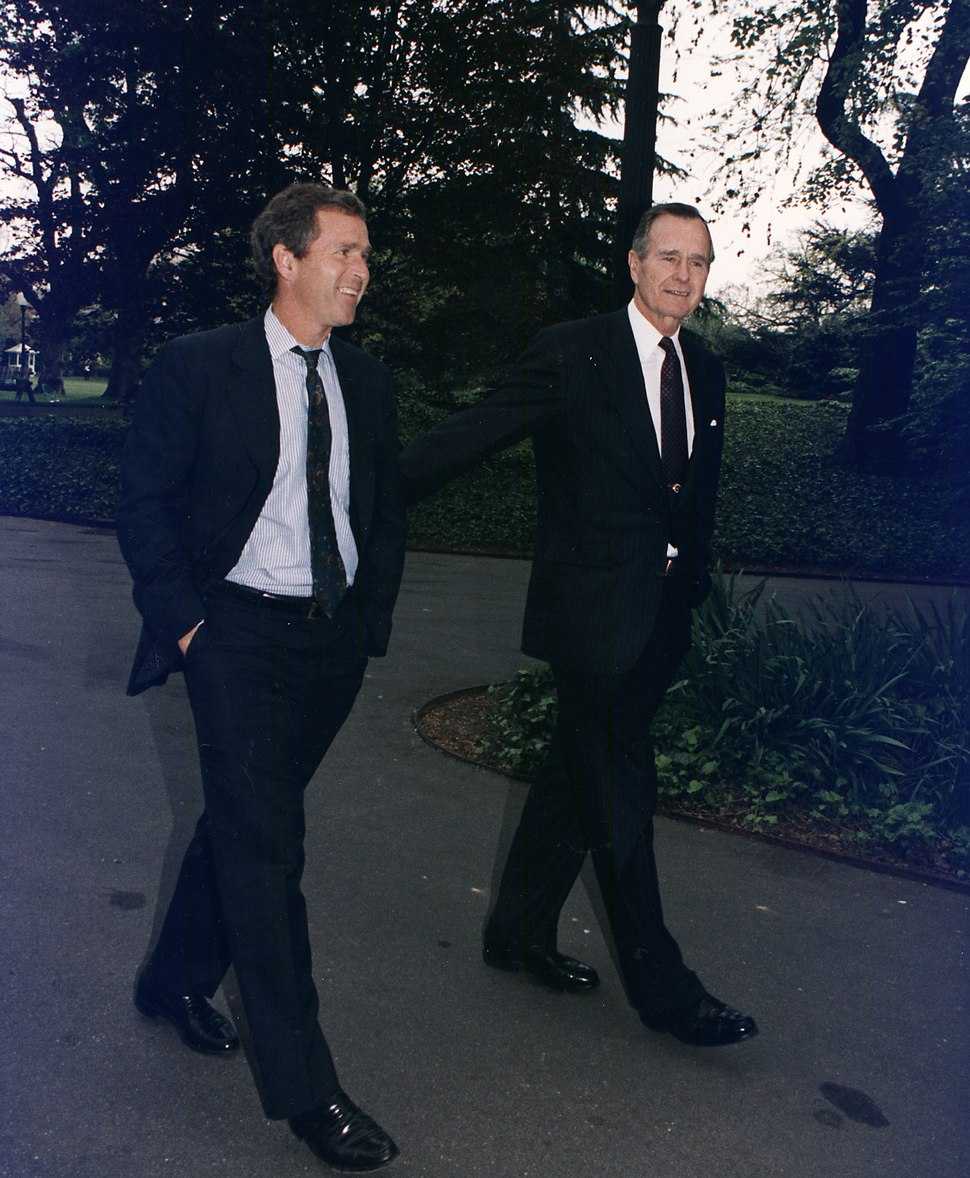 President Bush walks up the South Lawn towards the Oval Office with his son, George W. Bush - NARA - 186449