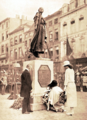 Queen Elisabeth of Belgium, accompanied by her daughter (Princess Marie-Jose) placing flowers at the foot of the statue of Gabrielle Petit.png