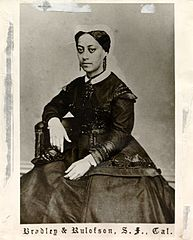 Queen Emma of Hawaii, photograph by Bradley & Rulofson01.jpg