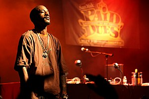 Rakim performing at the Paid Dues hip hop fest...