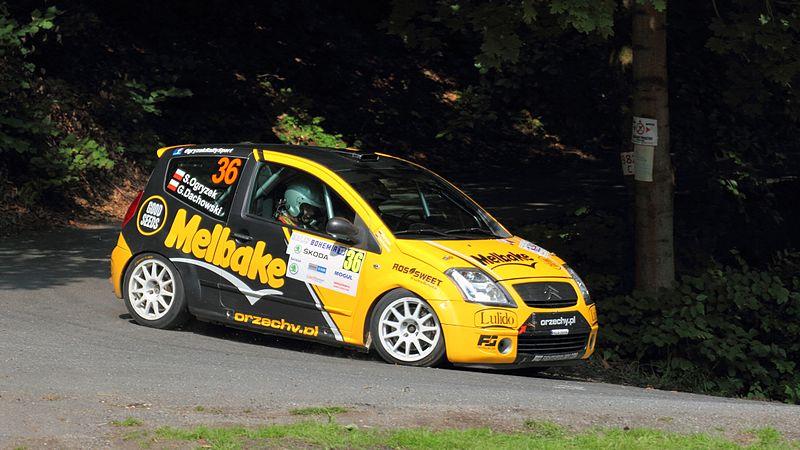 File:Rally Bohemia 2013 - Ogryzek, Grzegorz, Citroën C2 R2 Max.jpg