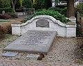 Rhenen Begraafplaats Achterbergsestraatweg Familiegraf Waller.jpg