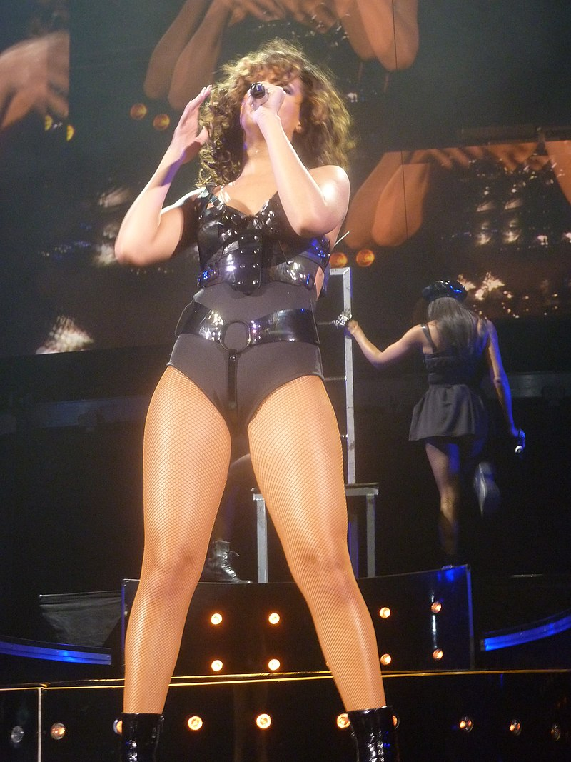 Rihanna - The Loud Tour -10 (6936475497).jpg
