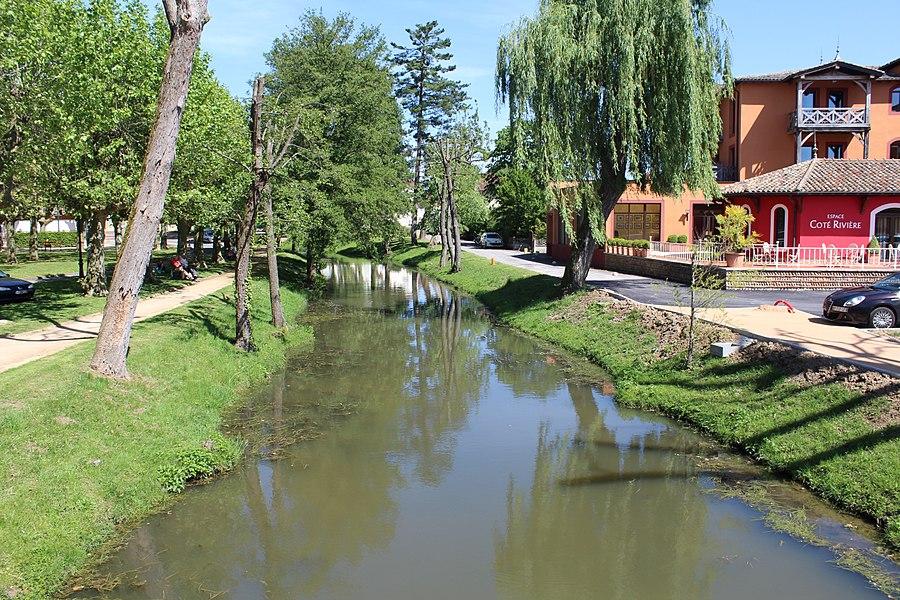 Vue sur la rivière morte à Vonnas depuis le pont des Compagnons