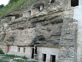 Lalova - Image: Rocky monastery near Tipova