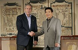 U.S. President George W. Bush and South Korean President Roh Moo-hyun at the 17th APEC meeting.