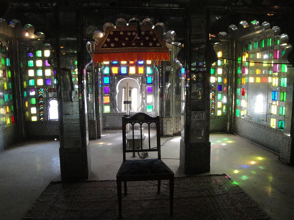 File:Room with coloured windows, City Palace. Udaipur.jpg