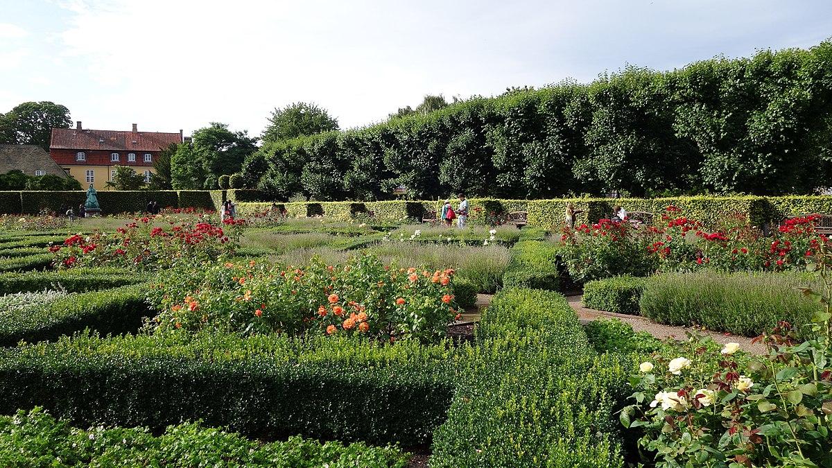 Rose Garden - Rosenhaven - Kongens Have - panoramio.jpg