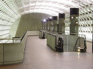 Rosslyn station - Image: Rosslyn station showing upper level platform pylons