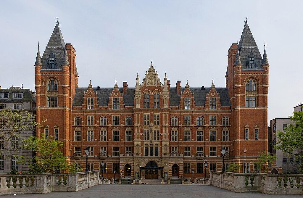 جولة في مدينة الضباب ( لندن ) 1024px-Royal_College_of_Music_-_April_2007.jpg
