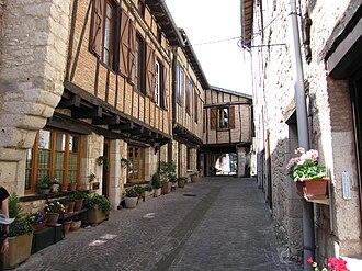Tarn (department) - Image: Rue Castelnau de Montmiral