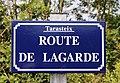 Rue du village de Tarasteix (Hautes-Pyrénées) 1.jpg