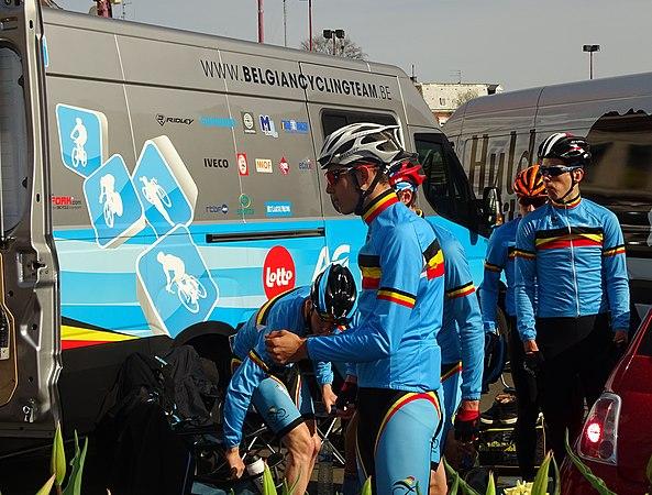 Saint-Amand-les-Eaux - Paris-Roubaix juniors, 12 avril 2015, départ (A18).JPG
