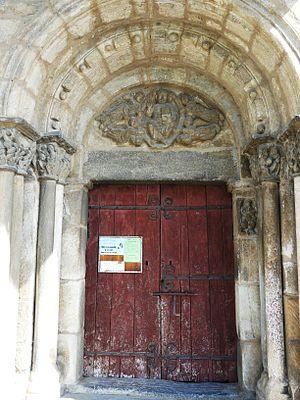 Saint-Aventin - Image: Saint Aventin église portail