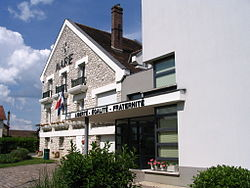 Samoreau - Town hall.jpg