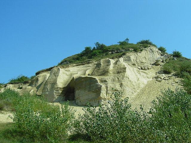 Sandberg - horninové zvyšky treťohorného mora, bolo tu nájdených okolo 300 druhov skamenelín