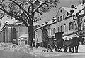 Schönheide im Erzgebirge – Marktplatz mit Wappeneiche.jpg
