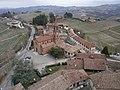 Serralunga d'Alba (19) - Veduta del paese dal castello.jpg
