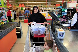 Point of sale - A woman in Jordan is ready to pay for her groceries.
