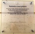 Sign on the Kamienica Leszczynski in Warsaw.jpg
