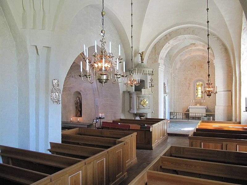 Skånela kyrka int02.jpg