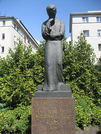 Marie Curie - 1935 statue, facing the Radium Institute, Warsaw