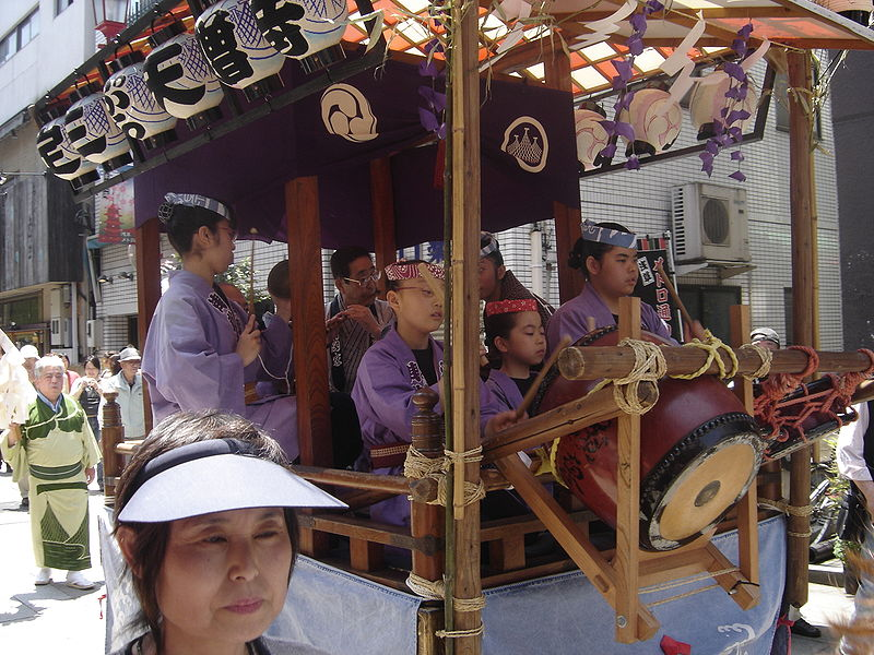 File:Small float during Sanja Matsuri 2006.JPG