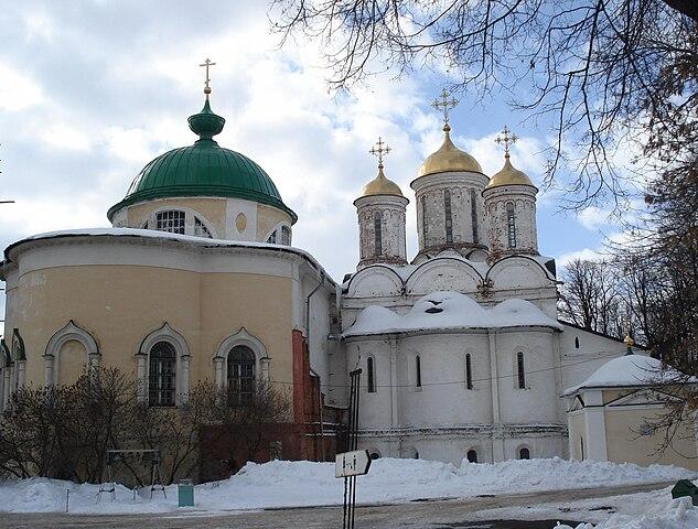 https://upload.wikimedia.org/wikipedia/commons/thumb/6/6c/Spaso-Preobrazhensky_Monastery_%28Yaroslavl%29_02.jpg/633px-Spaso-Preobrazhensky_Monastery_%28Yaroslavl%29_02.jpg