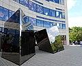 Spiegelobjekte auf dem Jan-Wellem-Platz in Düsseldorf vor Breuninger 4.jpg