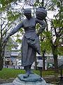 Statue de la laitière normande.jpg