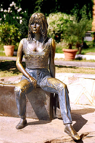 Статуя Брижит Бардо в г. Бузиос, Бразилия.