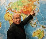 Hellmut Stern pointing to Harbin on a map