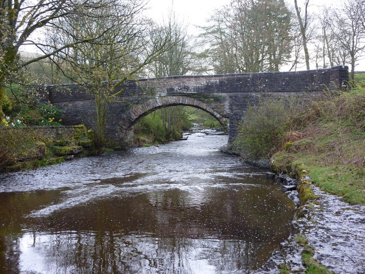 Stone House Bridge over the River Dee (geograph 2360573).jpg