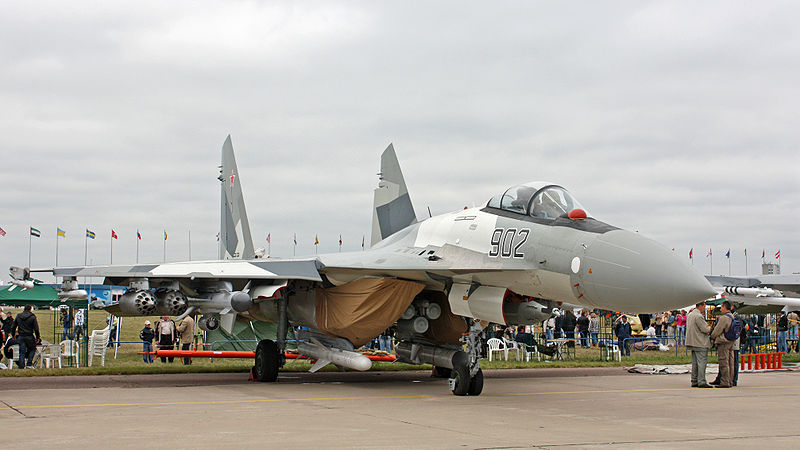 Berkas:Sukhoi Su-35 on the MAKS-2009 (01).jpg