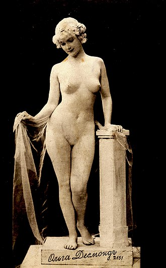 Living statue - Olga Desmond nude with drapery and pedestal