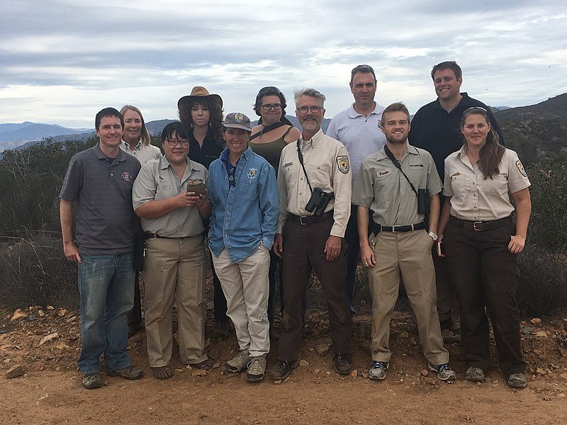 File:Team of USFWS, San Diego Zoo, and San Diego State University researchers (30877523393).jpg