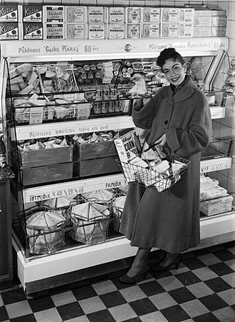 Tetra Pak - Modern retailing: Woman with Tetra Classic packages, 1950s