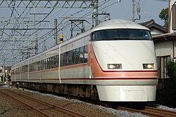 東武鉄道100系、スペーシアがデビュー