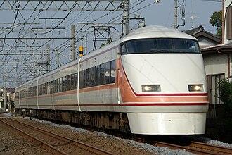 Tobu 100 series - A Tobu 100 series EMU in original livery in November 2007