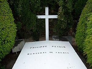Tombe de Philippe Pétain à l'Île-d'Yeu.jpg